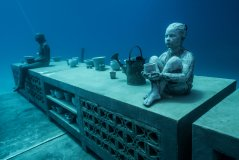 MuseumOfUnderwaterArt_Townsville_JohnBrewerReef3_PhotoCredit_JasonDeCairesTaylor.jpg